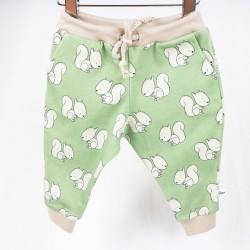 Tissu biologique motif écureuils pour ce petit pantalon de bébé fabriqué en France taille 3 mois.