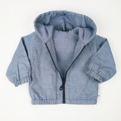 Veste à capuche denim coton biologique, modèle mi-saison.