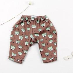 Idée cadeau de naissance pour ce pantalon renards layette nature.