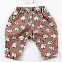 Tissu biologique pour ce petit pantalon de bébé fabriqué en France.