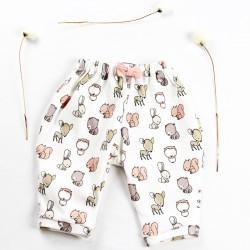 Création originale pour ce pantalon en jersey de coton bio avec un joli noeud décoratif.