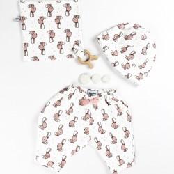 Création originale pour ce pantalon jersey de coton tout doux bio spécial bébé.