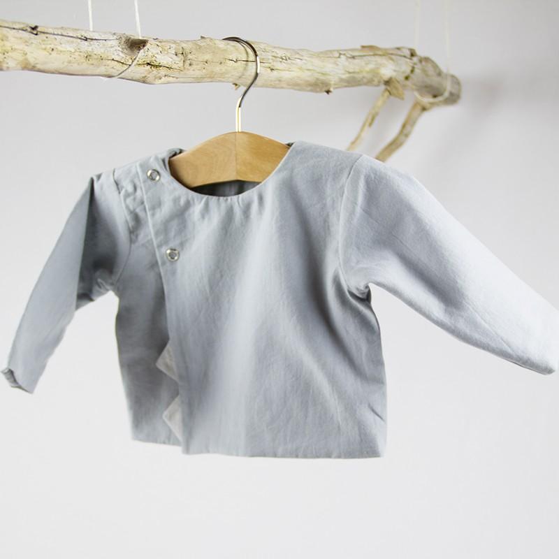 Tissu biologique pour fabriquer ce petit haut gris bébé de façon artisanale