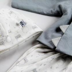 Blouse création couture pour bébé en tissu certifié bio de fabrication artisanale aux finitions soignées.