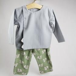 Idée cadeau de naissance pour ce haut habillé uni aux détails enfantins façon layette nature