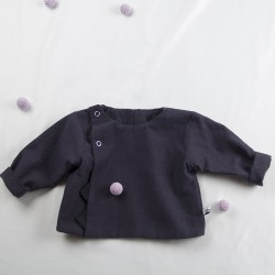 Tissu biologique pour fabriquer cette petite veste de bébé de façon artisanale.