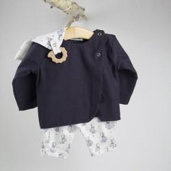 Facile à assortir cette petite veste unie pour fille en coton bio.
