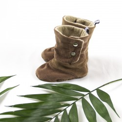 Idée cadeau de naissance pour ces bottes velours côtelé façon rustique nature