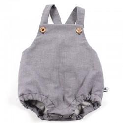 Idée cadeau de naissance pour cette barboteuse bébé une coupe classique tendance.