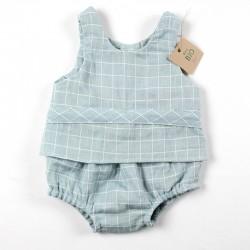 Tissu biologique pour la fabrication artisanale de ce petit haut de bébé à carreaux