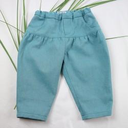 Un cadeau original et stylé pour ce jean bébé fille couleur lagon