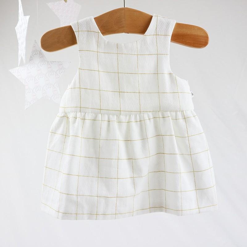Petite robe de fille, chic et écolo pour un bébé mode