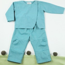 Idée cadeau de naissance pour ce pantalon de bébé structuré et stylé en coton bio