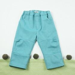Création originale pour ce jean 100% bio en denim lagon avec genouillères