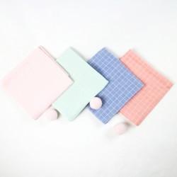 Accessoire de puériculture indispensable, le carré de lange en coton biologique.