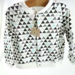 Gilet fabrication française en coton biologique motifs triangles collection montagne.