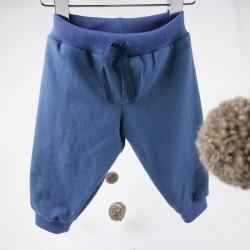 Look sportwear pour ce jogging garçon 6 mois, une création Bambio.
