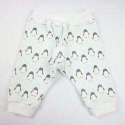 Création originale pour ce pantalon de bébé en coton bio.