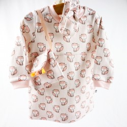 Vêtement bio pour bébé fille, la robe et ses accessoires en coton biologique.