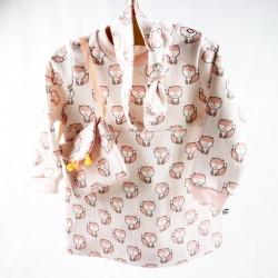 Création originale Bambio, un ensemble bébé fille en coton biologique, avec robe, sac et bandeau.