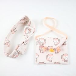 Le bandeau et le petit sac assorti à la robe en coton biologique, chic et tendance.