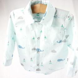 Idée cadeau de naissance, petite chemise bleue manches longues tissu bio.