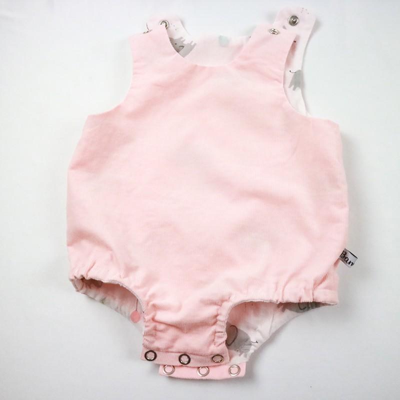 Barboteuse velours rose bébé fille en coton biologique.