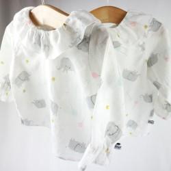 Vêtements bébé collection Bambio, la chemise en coton biologique à col volanté.
