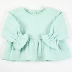 Idée cadeau de naissance pour cette blouse lange bleu-vert en coton organique.
