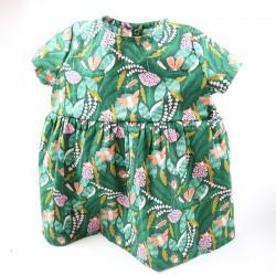 Idée cadeau de naissance pour cette robe coton imprimé forêt.