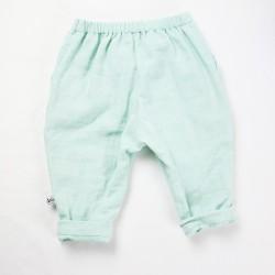 Pantalon bébé vu de dos double gaze de coton bio coloris menthe.