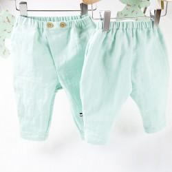Petits pantalons bébés création Bambio, idée cadeau de naissance.
