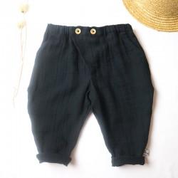 Fabrication française et tissu GOTS pour ce pantalon bébé chic décontracté