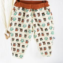Un pantalon bébé en sweat de coton bio créé et fabriqué en France, un cadeau appréciable.