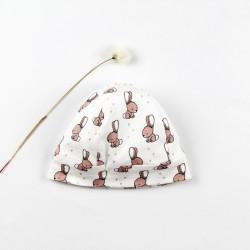 Idée cadeau de naissance pour ce petit bonnet layette nature.