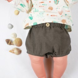 Présentation du bloomer marron organique à bouton avec le tee-shirt océan en matières naturelles.