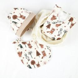 Coffret de naissance biologique fabriqué en France, motif Petit Gang avec body, bavoir, bonnet et sac multi-fonction.
